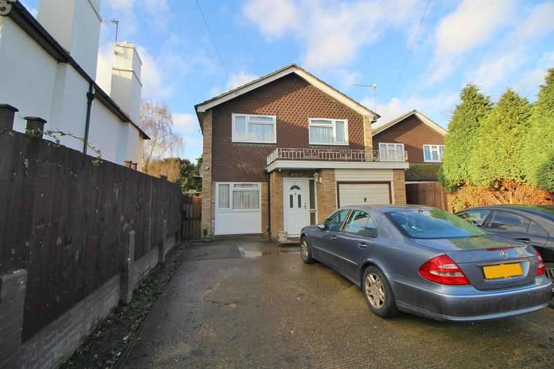 4 Bedrooms Detached House for sale in Flamstead End Road, West Cheshunt, Herts, EN8