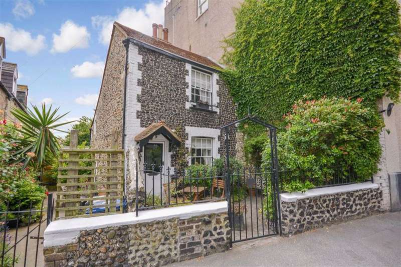 3 Bedrooms Semi Detached House for sale in Staines Place, Broadstairs, Kent