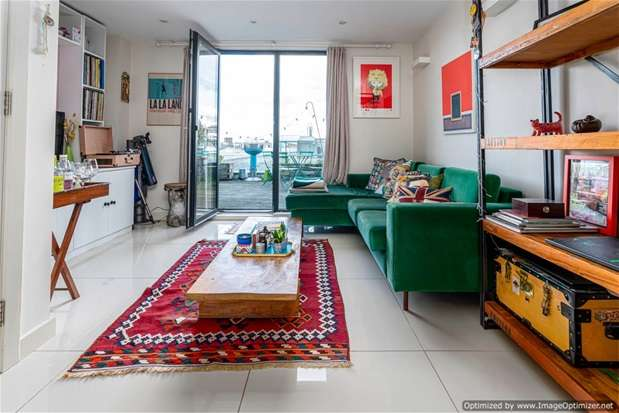 3 Bedrooms Flat for sale in Arthaus Apartments, London Fields, E8