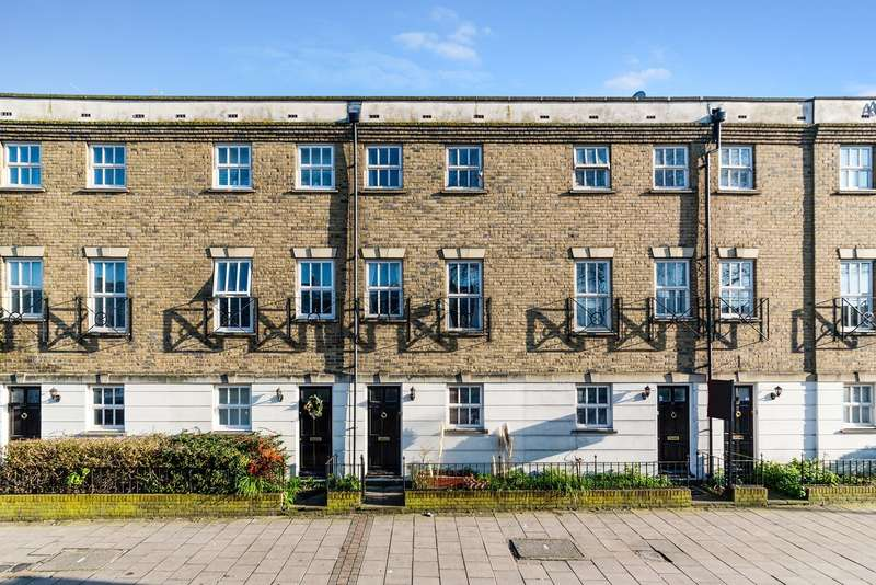3 Bedrooms Town House for sale in Peckham Rye, London, SE15
