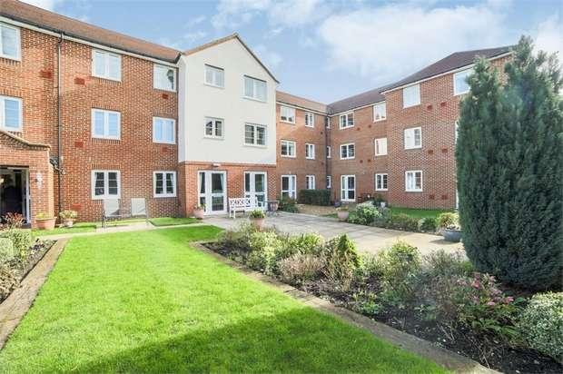 1 Bedroom Flat for sale in Station Road, Letchworth Garden City, Hertfordshire