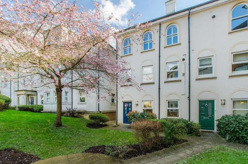 2 Bedrooms Maisonette Flat for sale in Freelands Road, Bromley, BR1