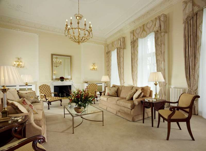 3 Bedrooms Serviced Apartments Flat for rent in Cheval Place, Hyde Park Gate, SW7
