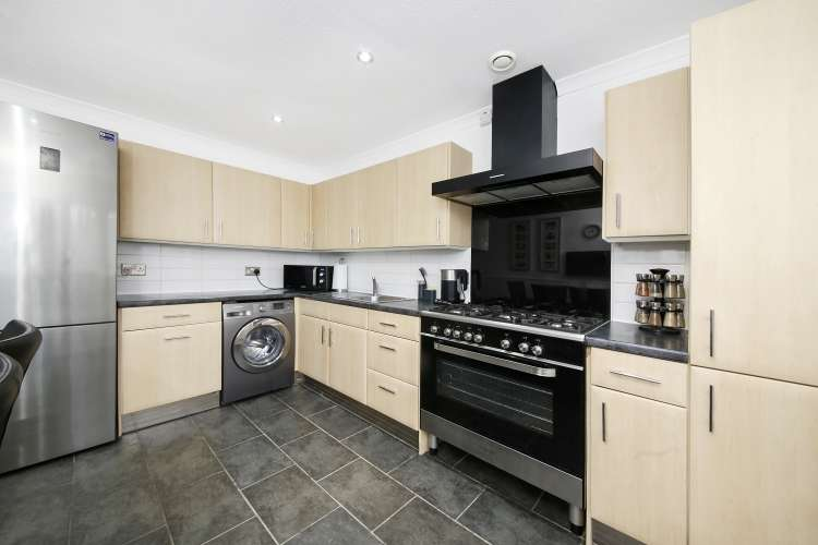 2 Bedrooms Flat for sale in Cordwell Road London SE13