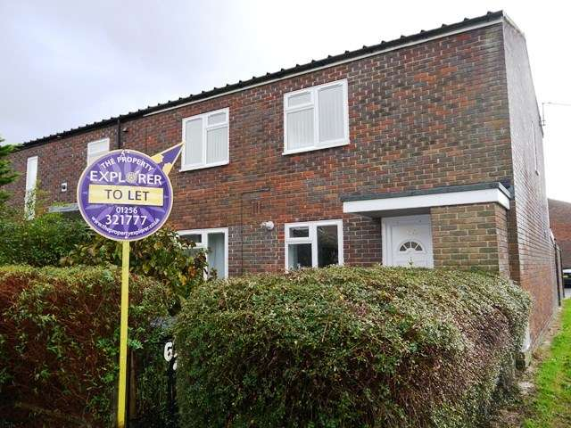 2 Bedrooms Maisonette Flat for sale in Falkland Road, Popley , Basingstoke, RG24