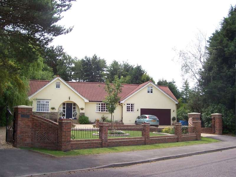 5 Bedrooms Detached House for sale in Struan Gardens, Ashley Heath, Ringwood, Dorset, BH24