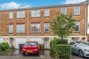 3 Bedrooms Terraced House for sale in Allens Mead, Gravesend, Kent, England