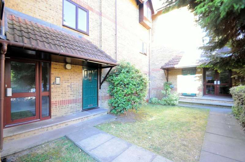 Studio Flat for sale in Linwood Close, Camberwell, London, SE5 8UY