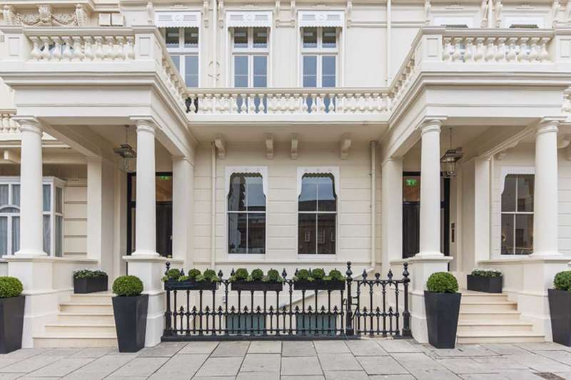 3 Bedrooms Penthouse Flat for sale in Inverness Street, Hyde Park W2