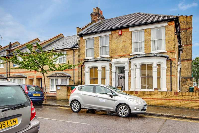 3 Bedrooms Flat for sale in Durrington Road, London, E5
