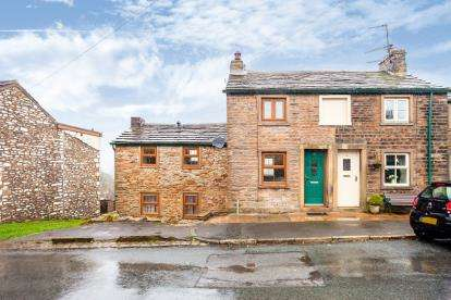 2 Bedrooms Semi Detached House for sale in Skipton Old Road, Foulridge, ., Lancashire, BB8