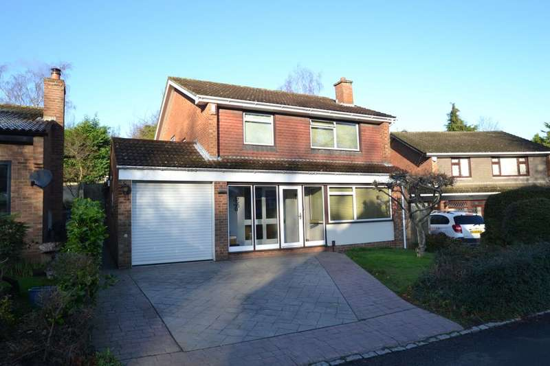 4 Bedrooms Detached House for sale in Fernbank Close, Walderslade, Chatham, ME5