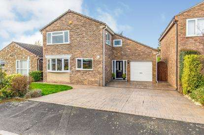 4 Bedrooms Detached House for sale in Hall Moor Close, Kirklevington, Yarm