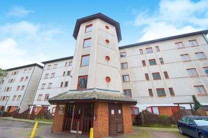 1 Bedroom Flat for sale in Castile Court, Eleanor Way, Waltham Cross, Hertfordshire