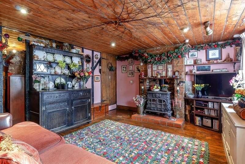 2 Bedrooms Cottage House for sale in Princess Margaret Road, East Tilbury Village, Essex