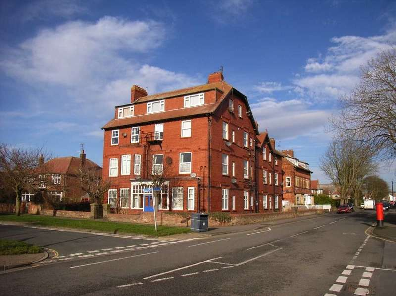 2 Bedrooms Apartment Flat for rent in Clarence House, West Avenue, Filey