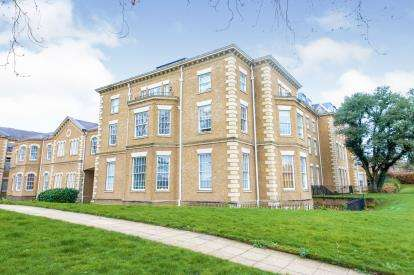 2 Bedrooms Flat for sale in Princess Park Manor East Wing, Royal Drive, Friern Barnet, London