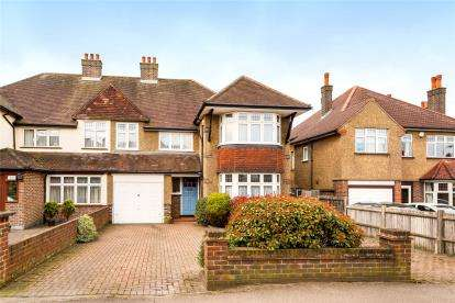 4 Bedrooms Semi Detached House for sale in Southborough Road, Bromley
