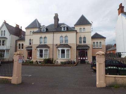 2 Bedrooms Flat for sale in Arvon Avenue, Llandudno, Conwy, North Wales, LL30