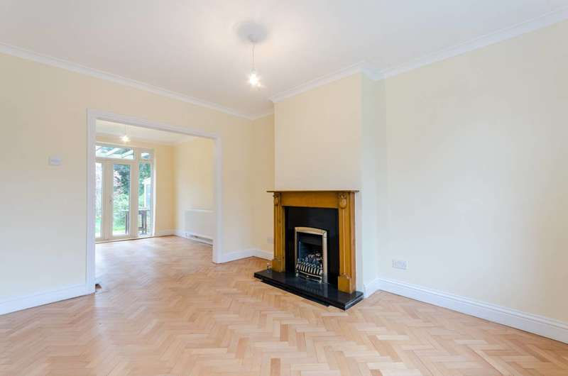 4 Bedrooms Semi Detached House for sale in Auckland Close, Crystal Palace, SE19