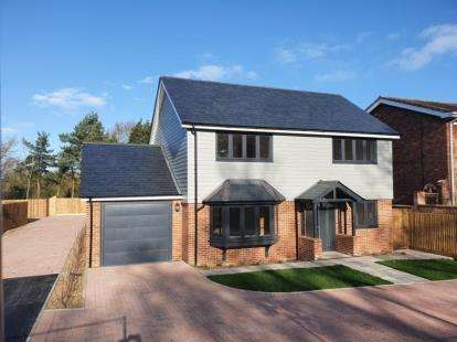 4 Bedrooms Detached House for sale in Parsons Heath, Colchester