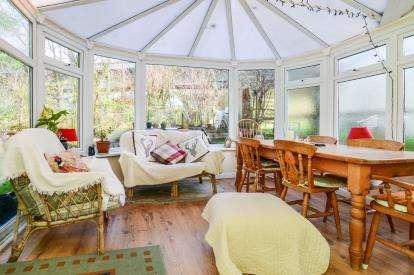 3 Bedrooms End Of Terrace House for sale in Old Totnes Road, Buckfastleigh, Devon