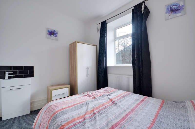 1 Bedroom Flat for rent in Bedsit in Shared House, Kay Street, Darwen