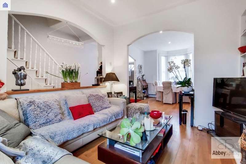 4 Bedrooms Terraced House for sale in Carlton Road, Friern Barnet N11
