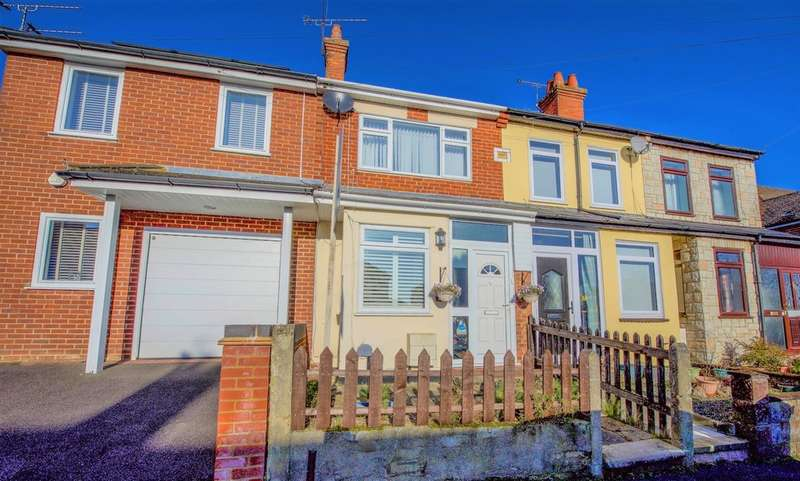 2 Bedrooms Terraced House for sale in Connaught Road, Aldershot GU12