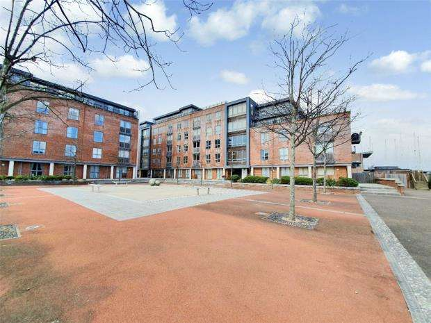2 Bedrooms Apartment Flat for sale in Galleon Place, Weevil Lane, Gosport