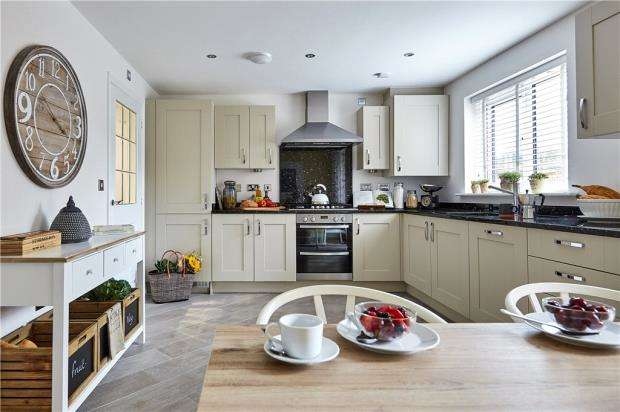 3 Bedrooms Detached House for sale in Bramley View, Bramley Nr Sherfield On Loddon, Hampshire