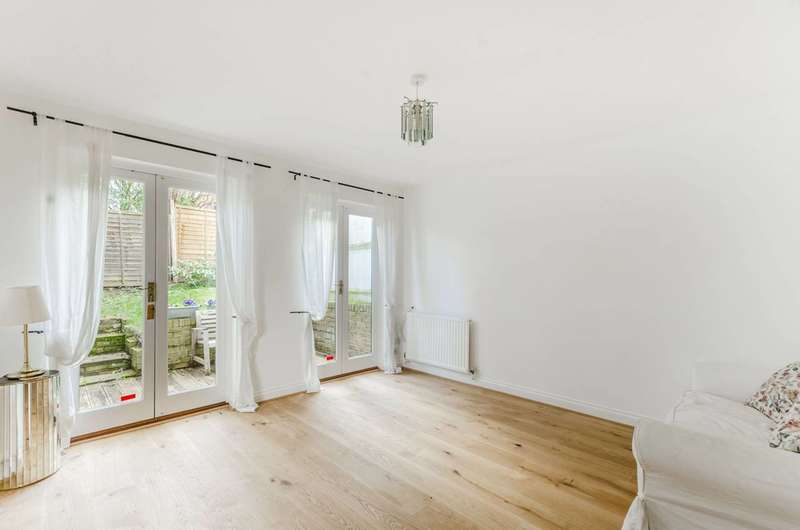 2 Bedrooms End Of Terrace House for sale in Highgate Walk, Forest Hill, SE23