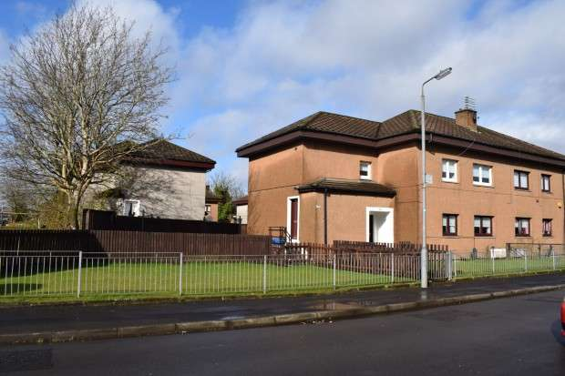 3 Bedrooms Flat for sale in 406 Househillmuir Road, Nitshill, G53