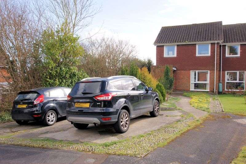 3 Bedrooms Property for sale in Garstons Close, Titchfield
