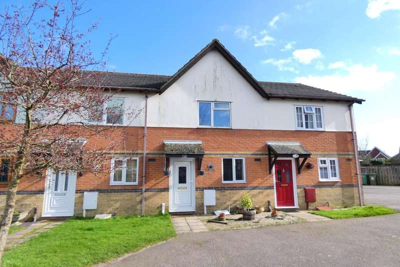 2 Bedrooms Terraced House for sale in Woodcock Gardens, Hawkinge, Folkestone, CT18