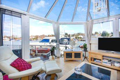 3 Bedrooms Detached House for sale in Wootton Bridge, Ryde, Isle Of Wight