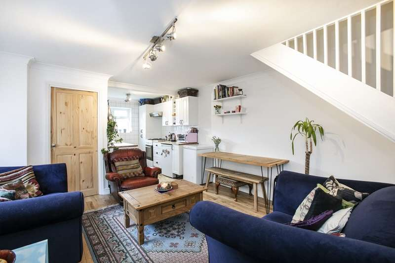 2 Bedrooms Flat for sale in Stanstead Road, London