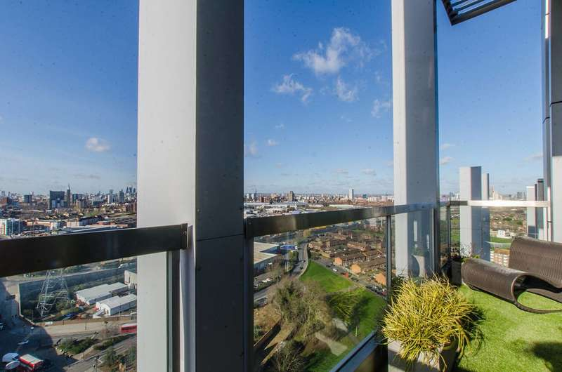 3 Bedrooms Flat for sale in Vermillion, Royal Docks, E16