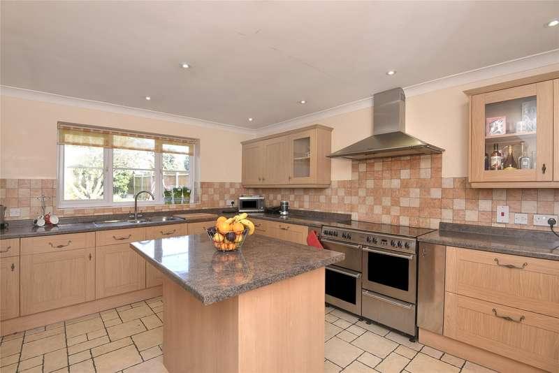 4 Bedrooms Detached House for rent in Fairway Avenue, Tilehurst, Reading, Berkshire, RG30