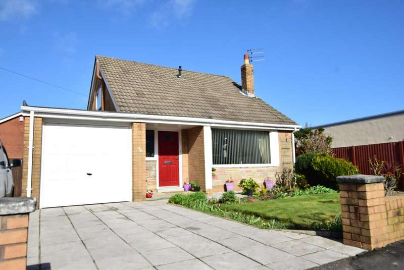 3 Bedrooms Detached Bungalow for sale in Douglas Drive, Freckleton, PR4 1RY