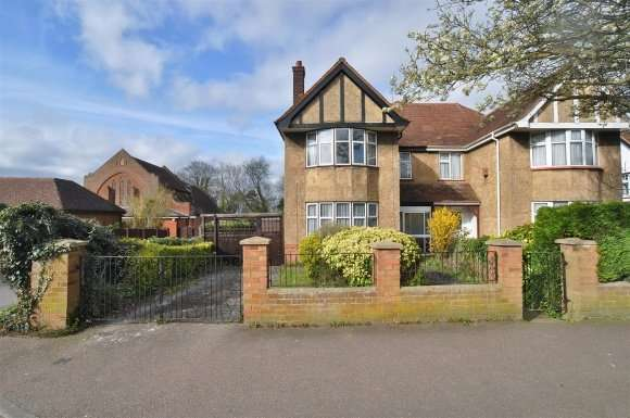 3 Bedrooms Semi Detached House for sale in Lancaster Avenue, Hitchin