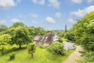 5 Bedrooms Detached House for sale in Yew Tree Lane, Rotherfield, Crowborough, East Sussex