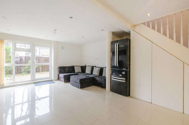 3 Bedrooms Maisonette Flat for sale in Acacia Road, Leytonstone, E11