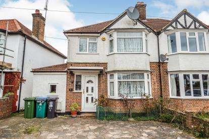 3 Bedrooms Semi Detached House for sale in Leggatts Close, Watford, Hertfordshire