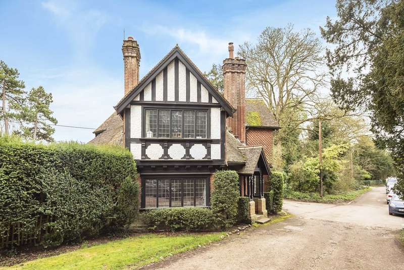 3 Bedrooms Detached House for sale in Park Street, Tring