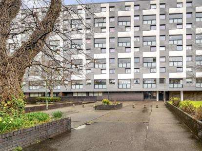 2 Bedrooms Maisonette Flat for sale in Fortrose Street, Partickhill