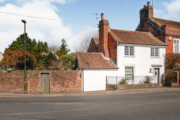 2 Bedrooms Semi Detached House for sale in Westbourne, Emsworth, Hampshire