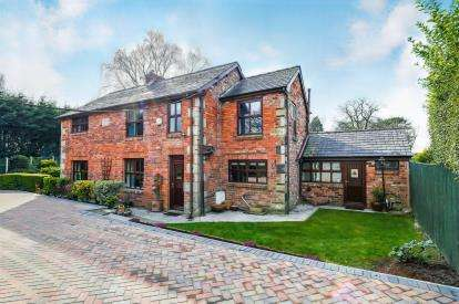3 Bedrooms Detached House for sale in Heald House Road, Leyland, Lancashire, PR25