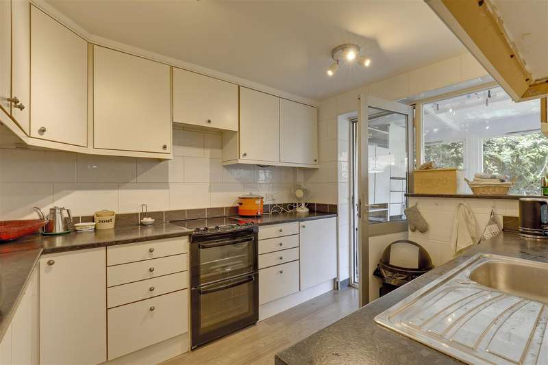 4 Bedrooms End Of Terrace House for sale in Westerham Road, Sittingbourne