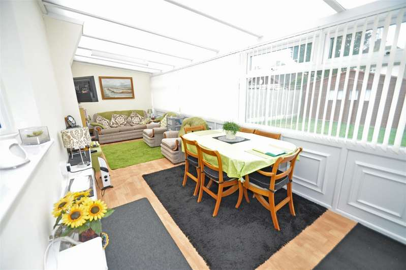 2 Bedrooms Semi Detached Bungalow for sale in Pump Lane, Gillingham